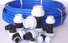 Трубы для водопровода на даче.